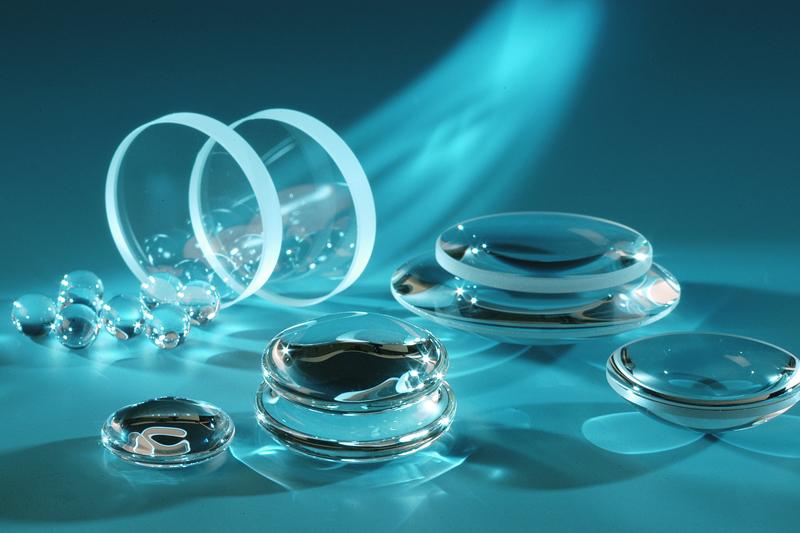 Optisches Glas: Basismaterial für kristallklares Fokussieren.